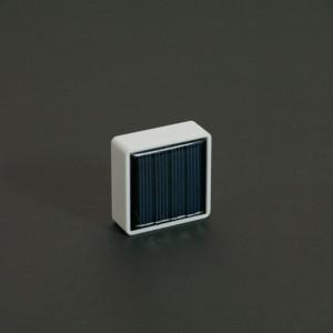 Ce ibeacon, placé à la lumière, est totalement autonome si la fréquence d'émission est supérieure à une seconde. Idéal pour les espaces intérieur et extérieur où le ibeacon est à la lumière. iBeacon totalement autonome, lorsque la fréquence d'émission ne doit pas être inférieure à 100 ms.